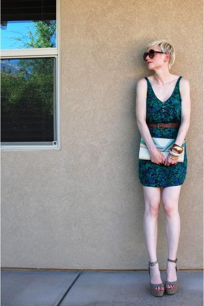 tan platforms Steve Madden shoes - green green Urban Outfitters dress - beige mu