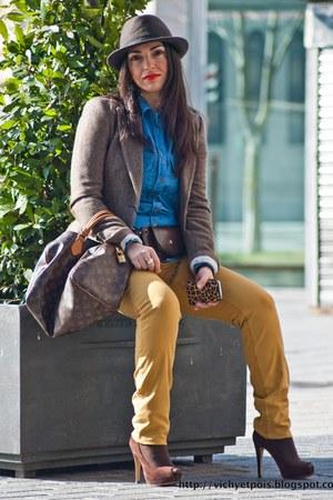 brown skinny jeans Stradivarius jeans - crimson Promod hat - dark brown Massimo