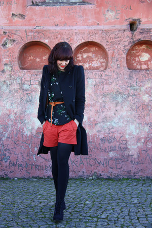 Pull & Bear boots - Zara coat - Zara shirt - Pull & Bear shorts