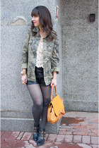 army green camouflage Zara jacket - black shoemint boots