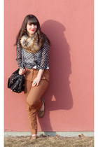 navy polka dots Forever 21 blouse - tan faux fur Michael Kors scarf
