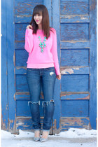 hot pink neon Gap sweater - aquamarine ily couture necklace