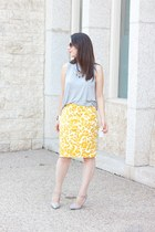 mustard floral print Loft skirt - heather gray acne top