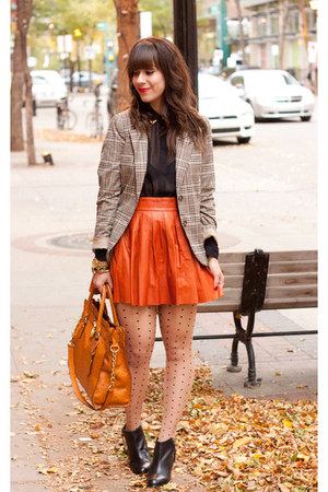 burnt orange leather Alice & Olivia skirt - black Aldo boots