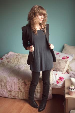 black Zara blazer - black Urban Outfitters boots - black Mango jeans - blue H&M