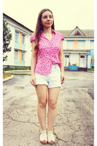 hot pink vintage shirt - light blue denim second-hand shorts