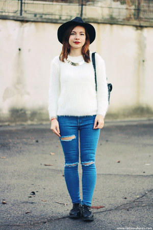 blue wholesale jeans - white Newdress sweater - silver wholesale necklace