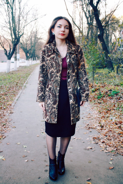 light brown vintage coat - maroon Vero Moda vest