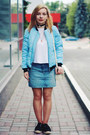 Sky-blue-sheinside-jacket-black-lady-queen-necklace