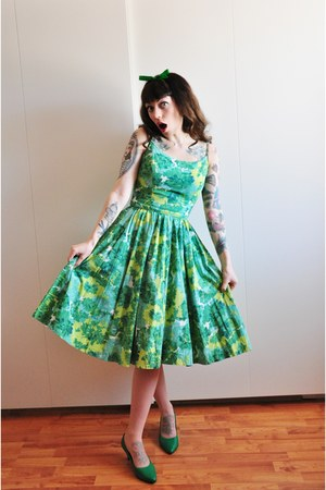 50s green vintage dress - green pumps