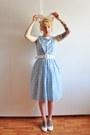 Light-blue-50s-vintage-dress-white-nelly-pumps