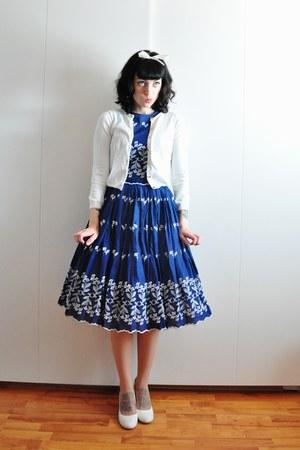 white pumps - cotton asos dress