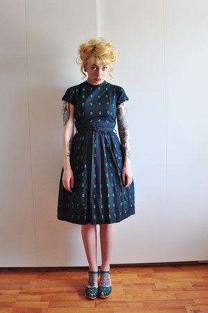 50s vintage dress - heart medallion Swedish Hasbeens clogs