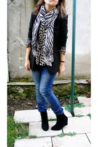 black blazer - brown blouse - blue jeans - black boots - white - white