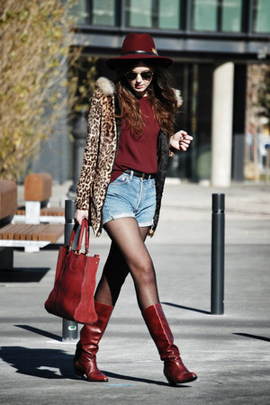 Parfois hat - vintage boots - Queens Wardrobe coat - Zara bag - Levis shorts
