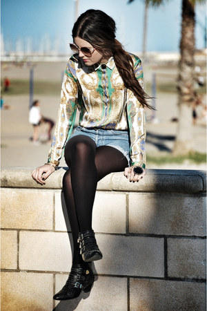 Zara shirt - Jeffrey Campbell boots - Levis shorts - vintage glasses