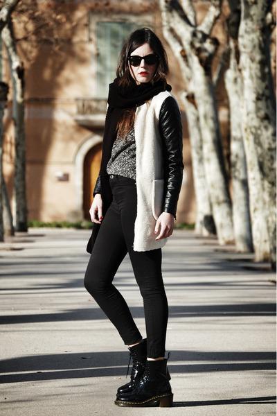 Sheinside coat - Dr Martens boots - Bershka jeans - Zara sweater - Zara scarf