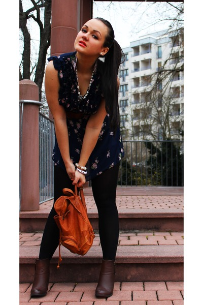 burnt orange leather vintage bag - dark brown faux leather H&M boots