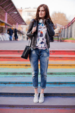white mrgugu sweatshirt - navy Zara jeans - white Converse sneakers