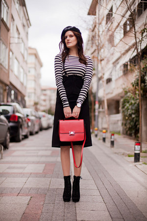 black Front Row Shop skirt - black Front Row Shop hat - red Zara bag