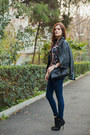 Navy-pull-bear-jeans-black-mango-jacket-black-zara-bag