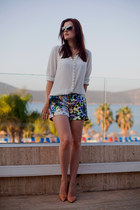 blue HERRY shorts - white Mango blouse