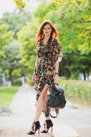 black Alices Pig dress - black Chicwish bag - black Zara sandals