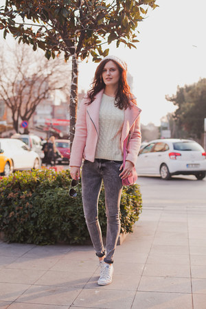 light pink Stradivarius jacket - heather gray Bershka jeans
