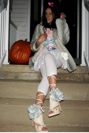 Johnnie Brocks Dungeon Marie Antoinette - vintage coat - Hypnotic - HUE tights