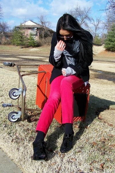 red Limited jeans - silver diy vintage sweater - black Nine West wedges