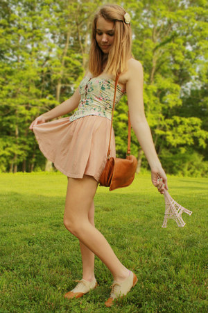 light pink high waisted H&amp;M skirt