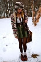ivory Forever 21 sweater - brown vintage Nine West boots