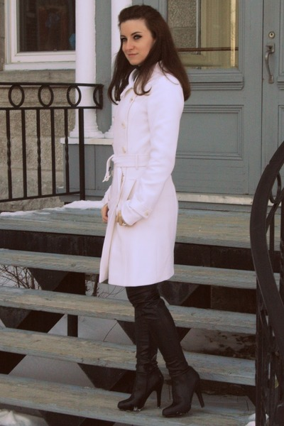 white le chateau coat - black Aldo boots
