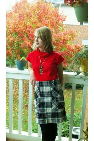 red mantessa vintage shirt - white vintage skirt - gold sarah coventry necklace