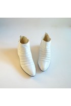 White-vintage-boots