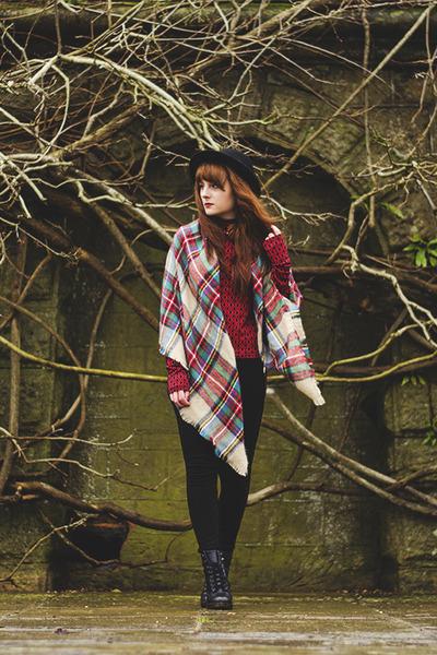 brick red checkered Lesara scarf - crimson poloneck violin top