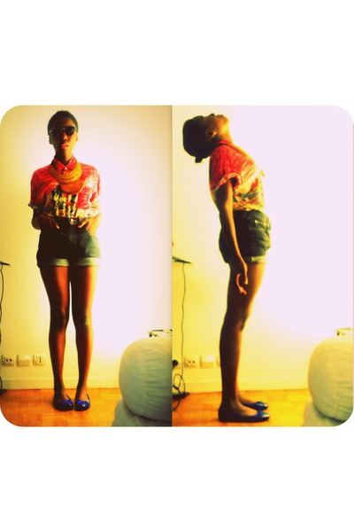 black Levis shorts - navy shoes - ruby red hawa blouse