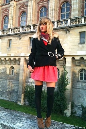 Pull & Bear boots - vintage coat - vintage scarf - vintage bag - Le Bourget sock
