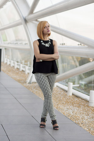 black Bershka top - ivory Zara pants - black H&M sandals