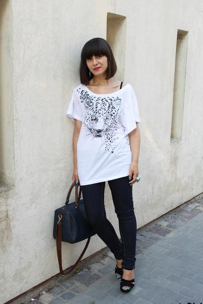 white Dika t-shirt - Bershka jeans - black new look sandals