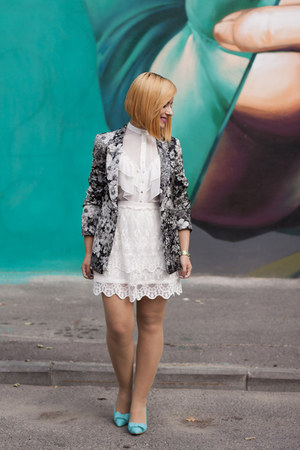 charcoal gray Zara blazer - off white Zara blouse