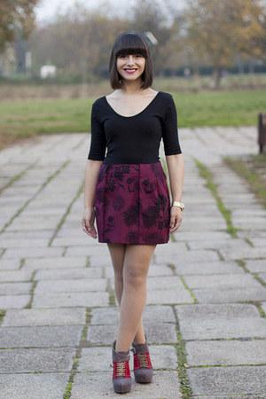 heather gray Mineli Boutique boots - black new look top - crimson Zara skirt