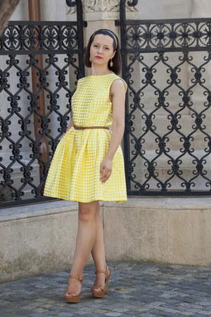 yellow PERSUNMALL dress - tan Stradivarius sandals