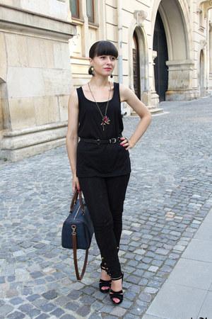 black New Yorker top - black Zara pants - black new look sandals