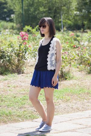 navy Zara shorts - black Stradivarius top - eggshell Wallis vest