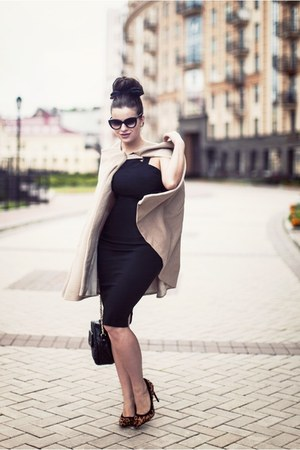 beige my Pet sQuare cape - black Hybrid dress - tan asos heels