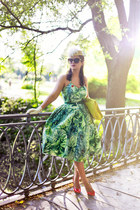yellow Zara bag - green Emily&Fin dress - beige Catarzi hat - red Zara heels