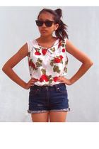 vintage blouse - Hugo Boss shorts - Ray Ban sunglasses