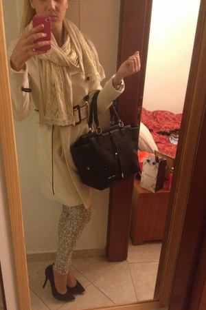 black bag - light pink pull&bear pants