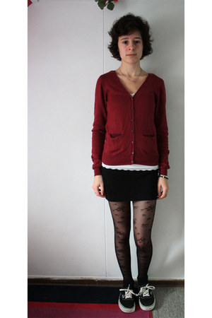 black H&M tights - brick red H&M cardigan - white abercrombie and fitch top